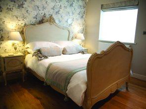 2 295x220 - Hotel Wiltshire